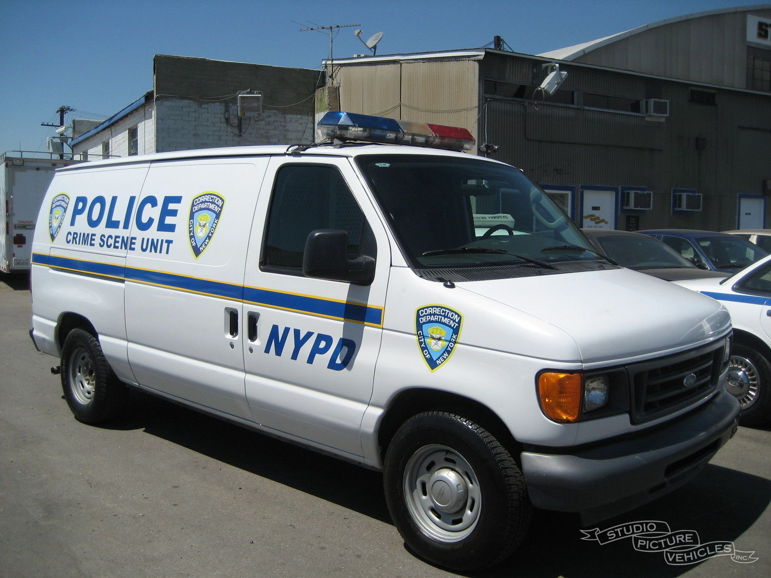 Ford E150 Police Van | Studio Picture Vehicles